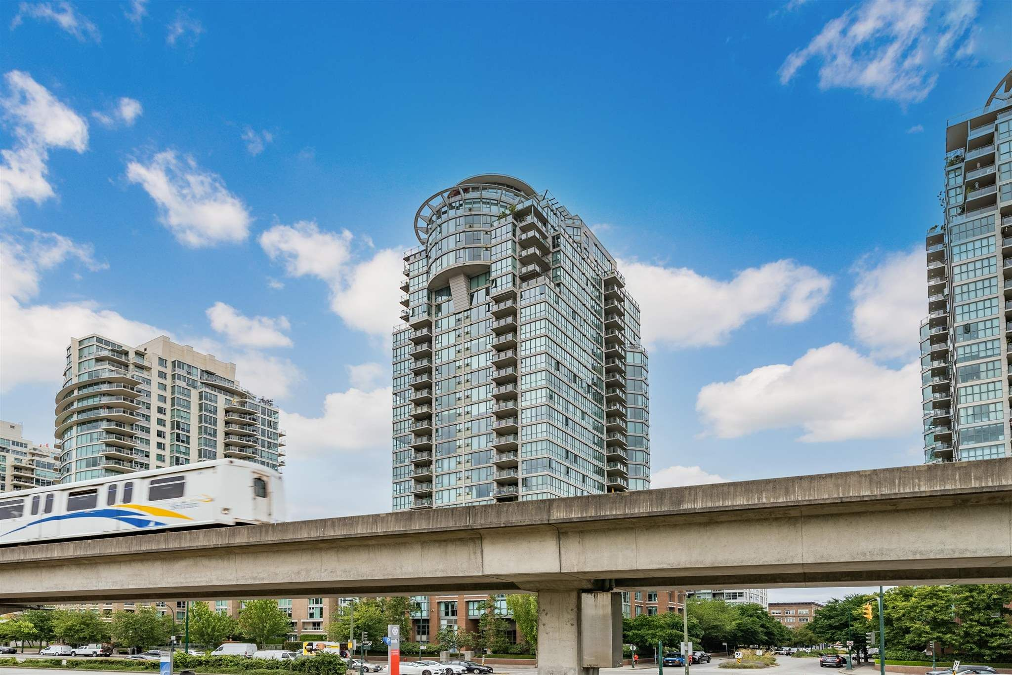 """Main Photo: 1903 1088 QUEBEC Street in Vancouver: Downtown VE Condo for sale in """"THE VICEROY"""" (Vancouver East)  : MLS®# R2603300"""