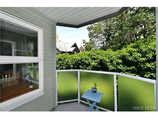 Main Photo: 301 1201 Hillside Ave in VICTORIA: Vi Hillside Condo for sale (Victoria)  : MLS®# 734777