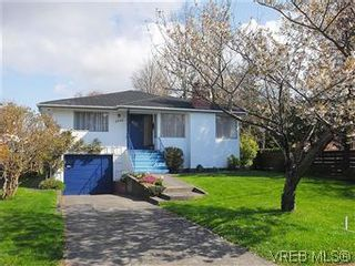 Photo 16: 2034 Haultain St in VICTORIA: OB Henderson House for sale (Oak Bay)  : MLS®# 568939