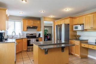 """Photo 5: 6863 183 Street in Surrey: Cloverdale BC House for sale in """"Cloverwoods"""" (Cloverdale)  : MLS®# R2394519"""