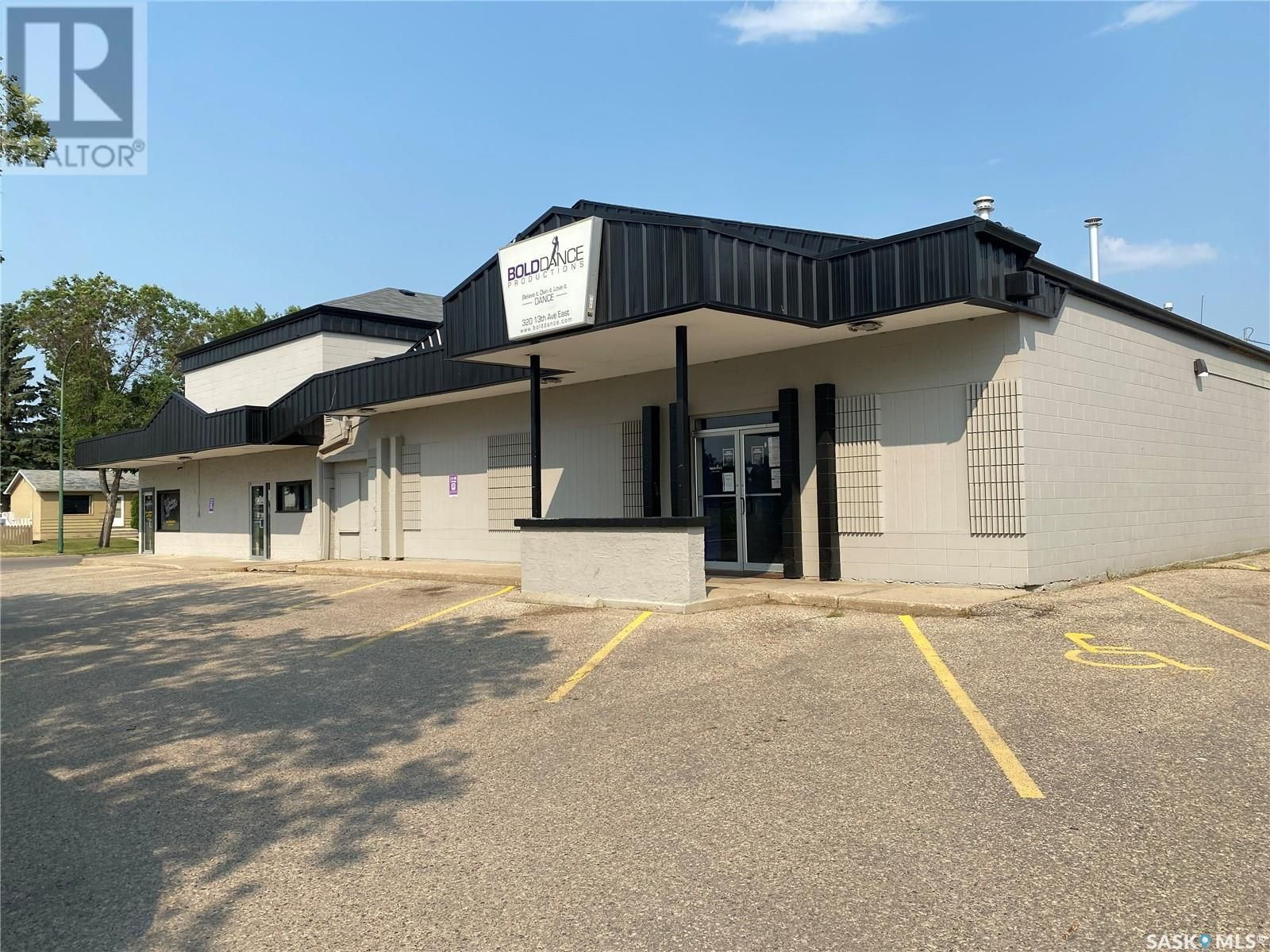 Main Photo: 320 13th AVE E in Prince Albert: Business for sale : MLS®# SK864139