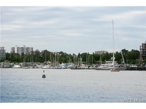 Main Photo: 2 216 Russell St in VICTORIA: VW Victoria West Row/Townhouse for sale (Victoria West)  : MLS®# 678065