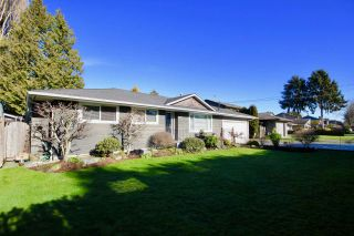 Photo 1: 5595 GROVE Avenue in Delta: Hawthorne House for sale (Ladner)  : MLS®# R2535639