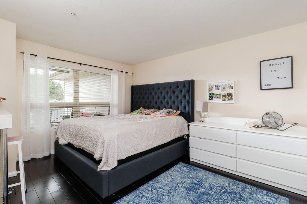 "Photo 21: Photos: 405 15220 GUILDFORD Drive in Surrey: Guildford Condo for sale in ""BOULEVARD CLUB"" (North Surrey)  : MLS®# R2530225"