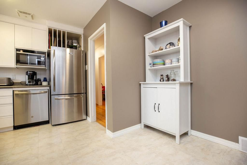 Photo 10: Photos: 61 Vincent Massey Boulevard in Winnipeg: Windsor Park Residential for sale (2G)  : MLS®# 202005748
