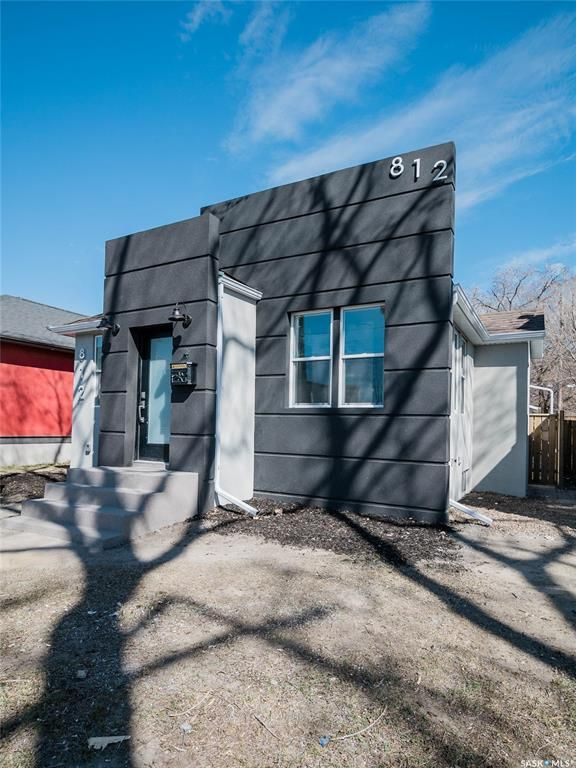 Main Photo: 812 3rd Avenue North in Saskatoon: City Park Residential for sale : MLS®# SK849503