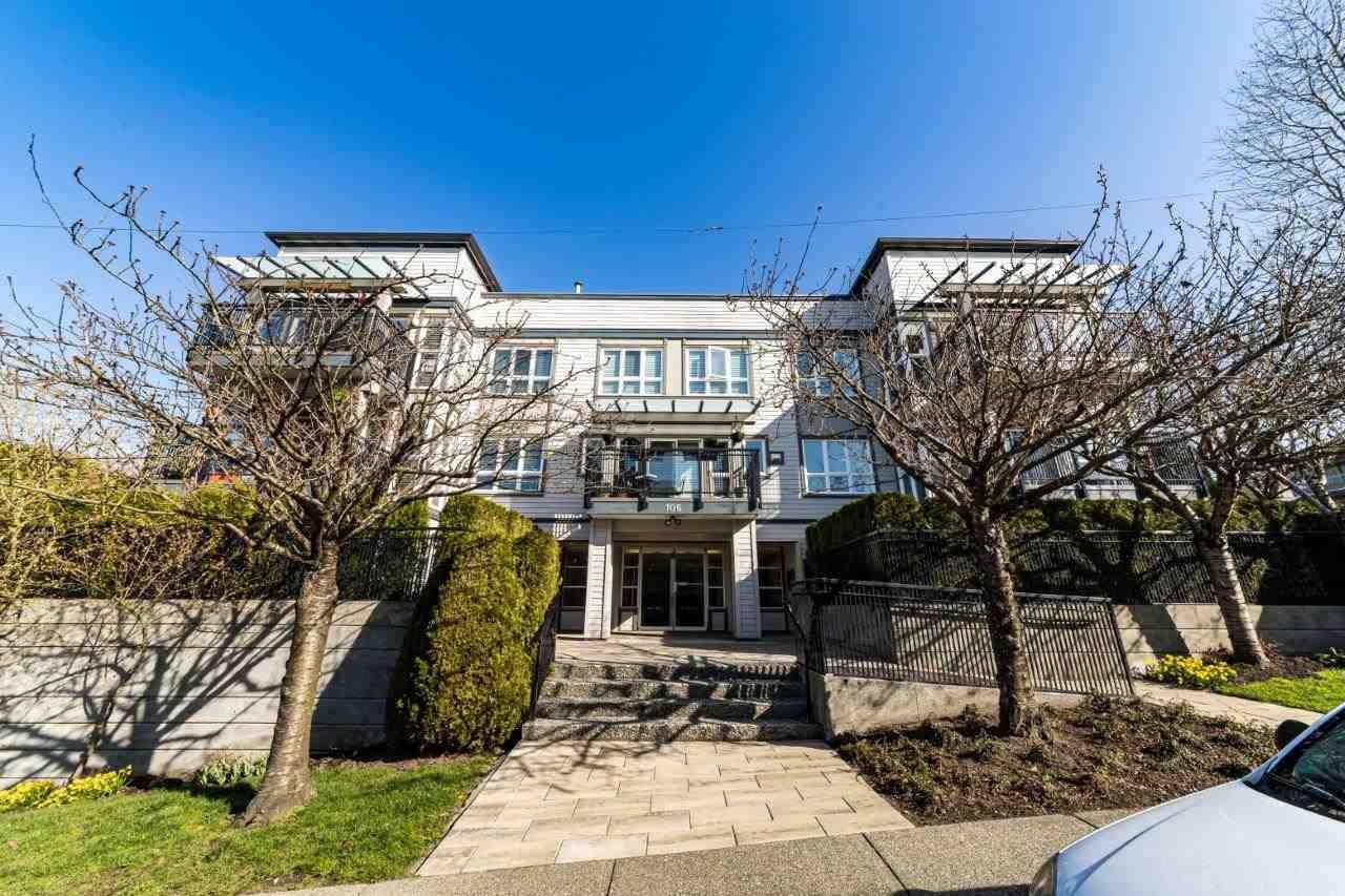 """Main Photo: 304 106 W KINGS Road in North Vancouver: Upper Lonsdale Condo for sale in """"KINGS COURT"""" : MLS®# R2560052"""