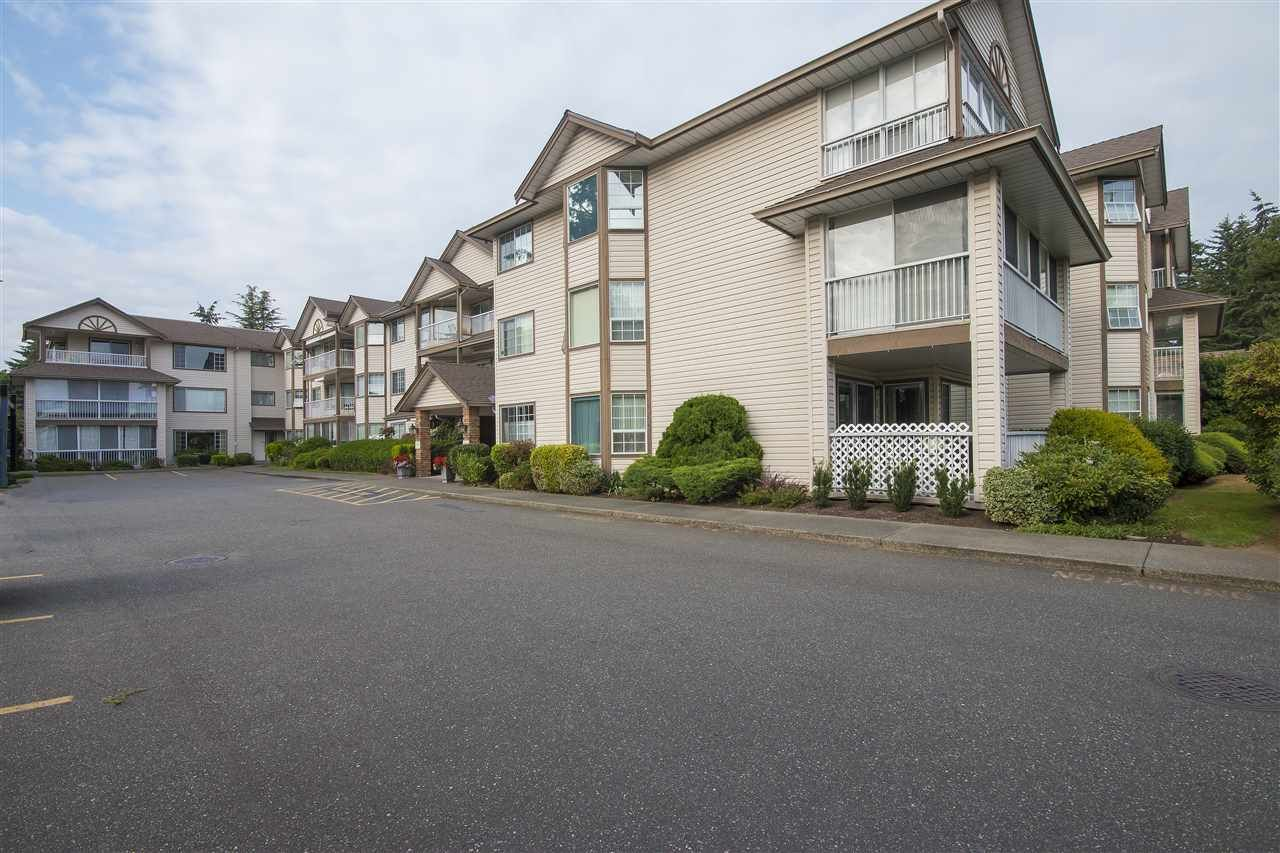 """Main Photo: 109 32145 OLD YALE Road in Abbotsford: Abbotsford West Condo for sale in """"CYPRESS PARK"""" : MLS®# R2097903"""