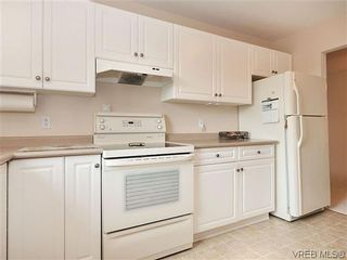 Photo 10: 414 1560 Hillside Ave in VICTORIA: Vi Oaklands Condo for sale (Victoria)  : MLS®# 620343