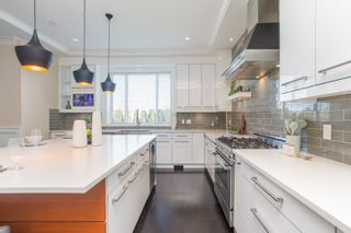 Photo 11: 10700 HOLLYBANK Drive in Richmond: Steveston North House for sale : MLS®# R2562038
