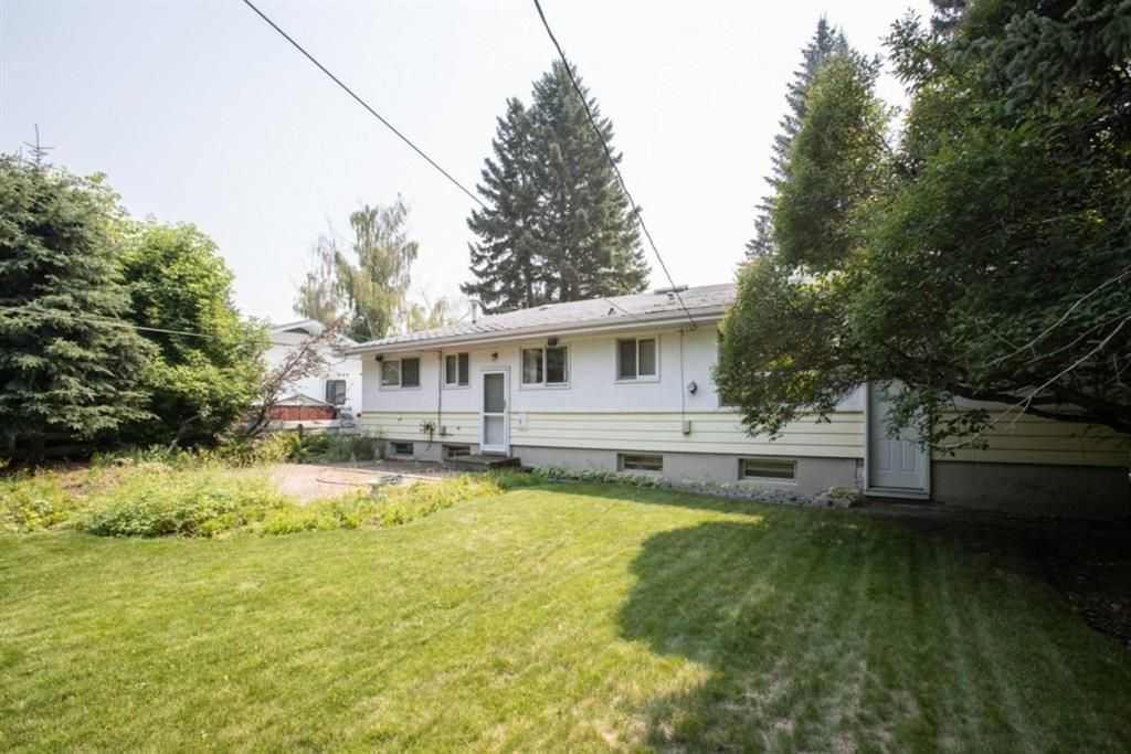 Main Photo: 2328 58 Avenue SW in Calgary: North Glenmore Park Detached for sale : MLS®# A1130448
