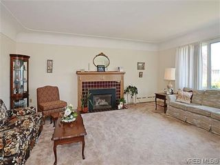 Photo 2:  in VICTORIA: OB Henderson House for sale (Oak Bay)  : MLS®# 606914