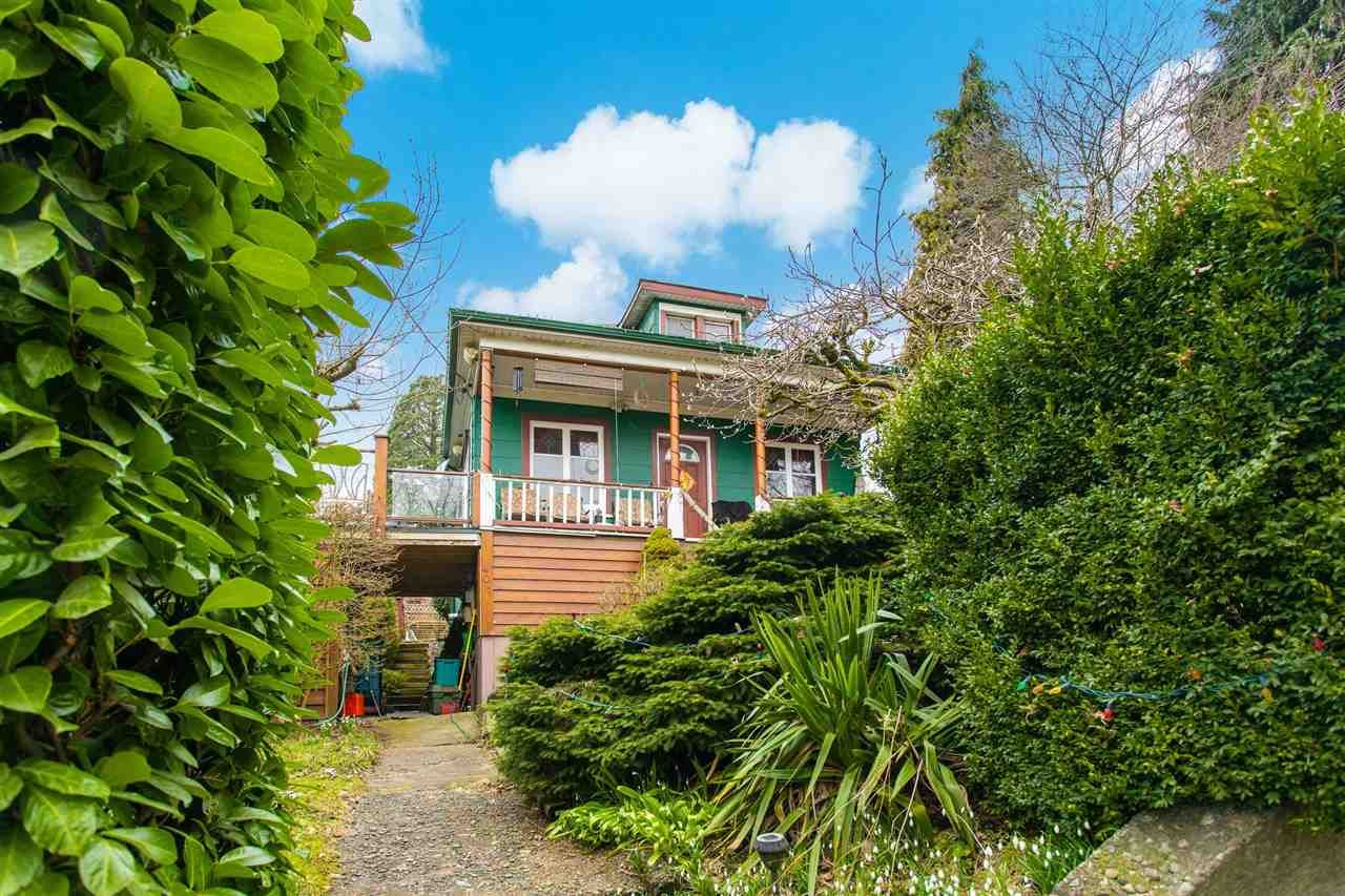 Main Photo: 401 GARRETT Street in New Westminster: Sapperton House for sale : MLS®# R2541428