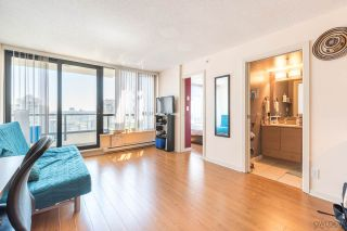 """Photo 3: 2308 928 HOMER Street in Vancouver: Yaletown Condo for sale in """"YALETOWN PARK"""" (Vancouver West)  : MLS®# R2181999"""