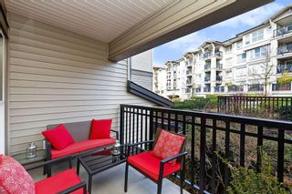 """Photo 13: 207 3082 DAYANEE SPRINGS BOULEVARD Boulevard in Coquitlam: Westwood Plateau Condo for sale in """"The Lanterns"""" : MLS®# R2443838"""