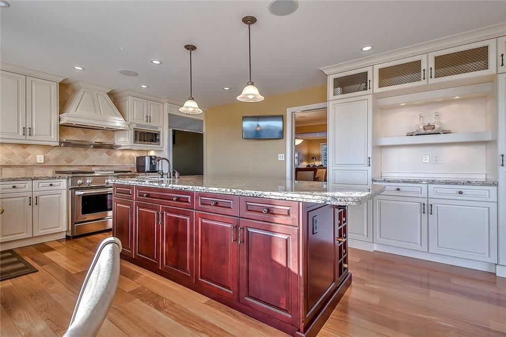 Photo 13: Photos: 153 SIGNATURE Close SW in Calgary: Signal Hill Detached for sale : MLS®# C4283177