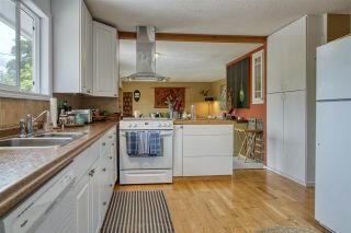 """Photo 19: 723 DOGWOOD & BLACKBERRY LANE Road in Gibsons: Gibsons & Area House for sale in """"Bay area"""" (Sunshine Coast)  : MLS®# R2593511"""