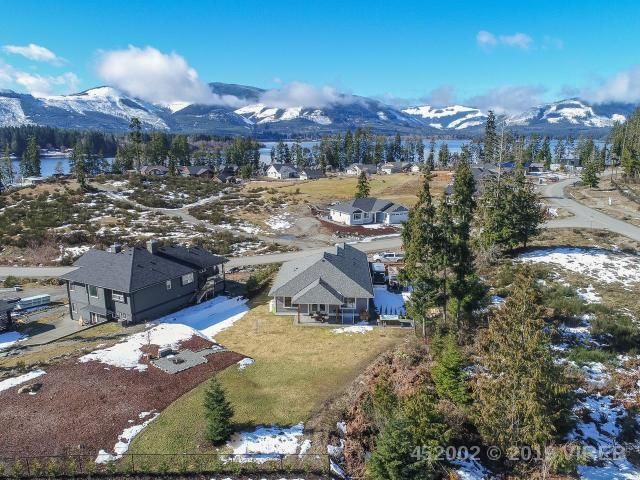 FEATURED LISTING: 7268 LAKEFRONT DRIVE LAKE COWICHAN
