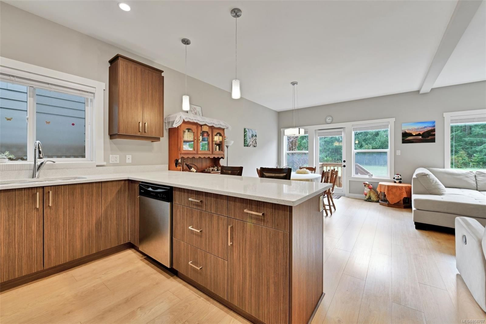 Photo 8: Photos: 1262 McLeod Pl in : La Happy Valley House for sale (Langford)  : MLS®# 858707