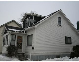 Photo 2: 791 MCPHILLIPS Street in WINNIPEG: North End Residential for sale (North West Winnipeg)  : MLS®# 2801375