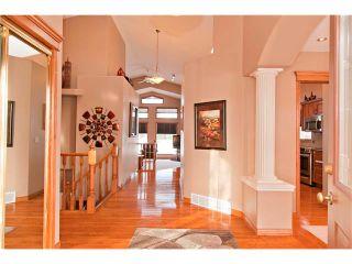Photo 2: 109 DOUGLASVIEW Rise SE in Calgary: Douglasdale Estates House for sale : MLS®# C4040431