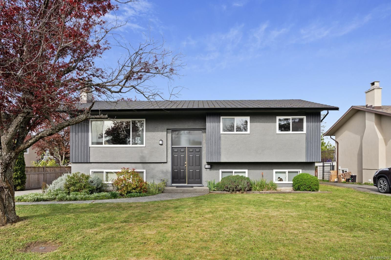 Main Photo: 3988 Larchwood Dr in : SE Lambrick Park House for sale (Saanich East)  : MLS®# 876249