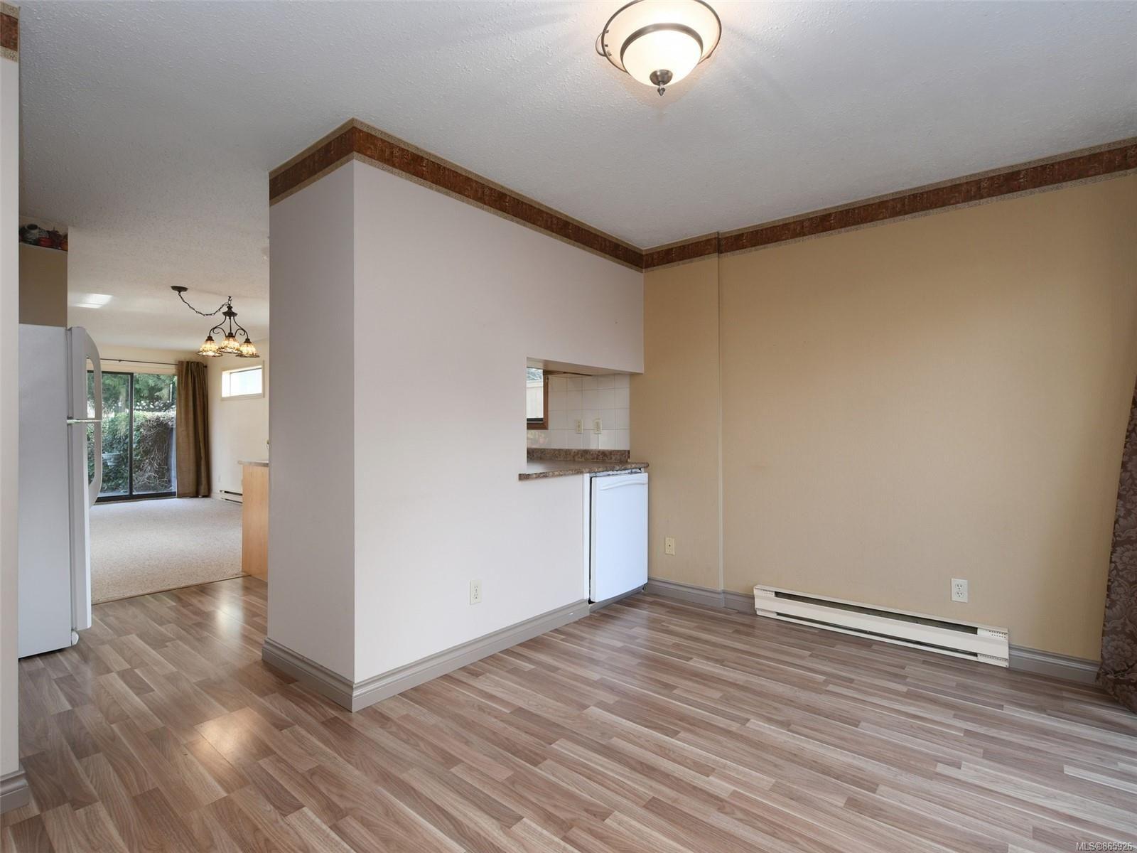 Photo 10: Photos: 8 4350 West Saanich Rd in : SW Royal Oak Row/Townhouse for sale (Saanich West)  : MLS®# 865926
