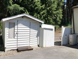 """Photo 3: 45 4116 BROWNING Road in Sechelt: Sechelt District Manufactured Home for sale in """"ROCKLAND WYND"""" (Sunshine Coast)  : MLS®# R2472545"""