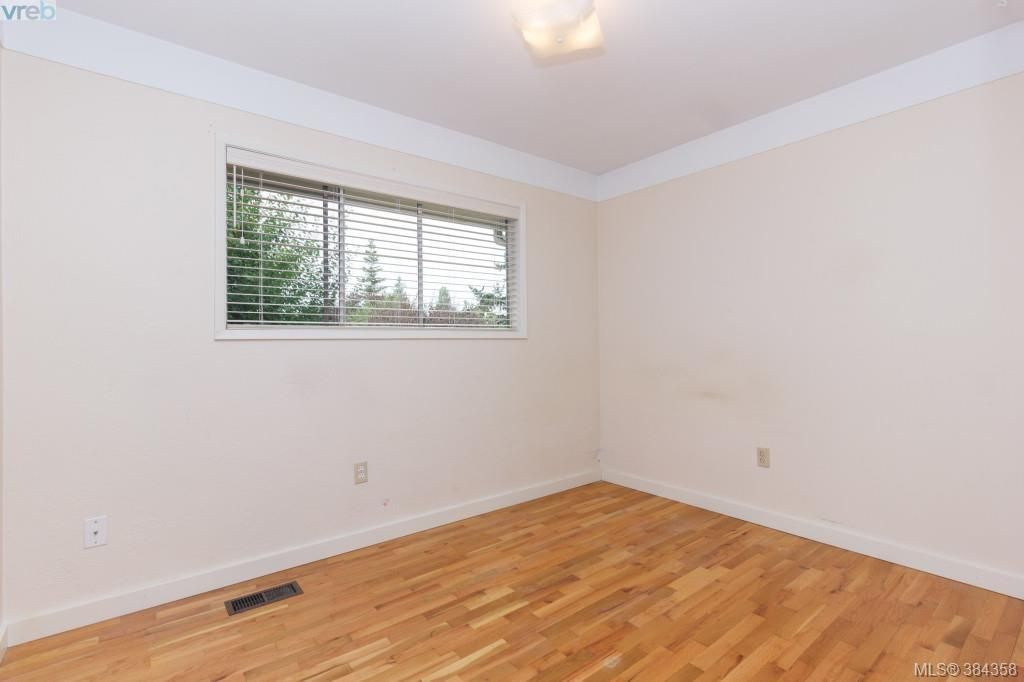 Photo 11: Photos: 2048 Melville Dr in SAANICHTON: Si Sidney North-East House for sale (Sidney)  : MLS®# 772514