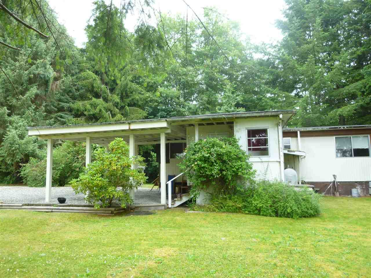 """Main Photo:  in Gibsons: Gibsons & Area Manufactured Home for sale in """"POPLARS MOBILE HOME PARK"""" (Sunshine Coast)  : MLS®# R2386625"""
