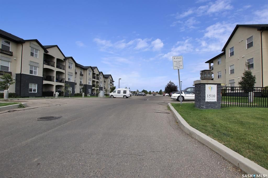 Main Photo: 318 1510 Neville Drive in Regina: East Pointe Estates Residential for sale : MLS®# SK866646