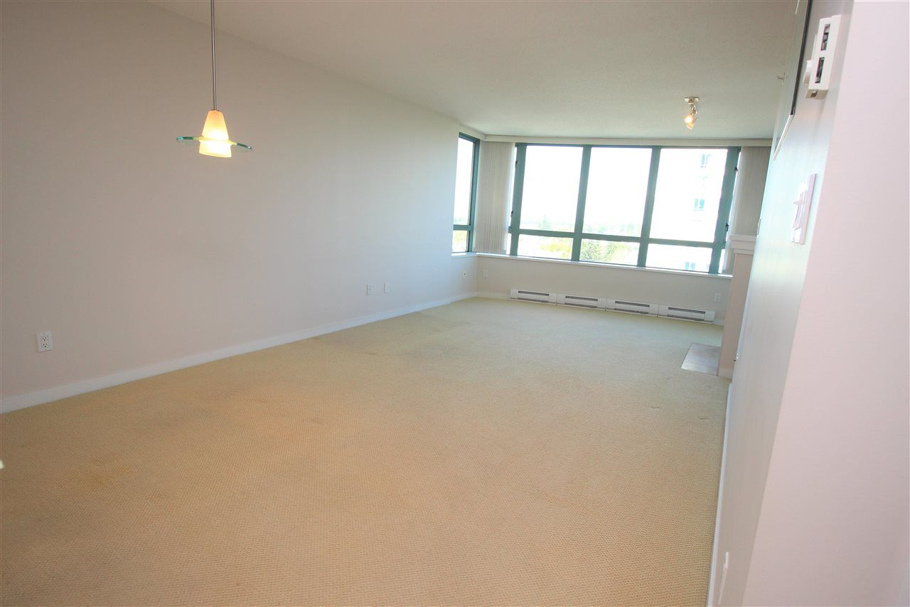 """Photo 3: Photos: 1005 6659 SOUTHOAKS Crescent in Burnaby: Highgate Condo for sale in """"Gemini II"""" (Burnaby South)  : MLS®# R2591130"""