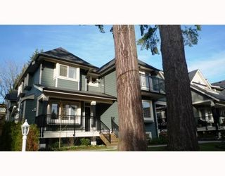 Photo 2: 3115 SUNNYHURST RD in North Vancouver: Condo for sale : MLS®# V753747