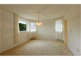 Photo 3: 302 945 McClure St in VICTORIA: Vi Fairfield West Condo for sale (Victoria)  : MLS®# 369936