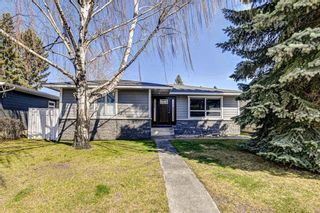 Photo 1: 324 WASCANA Crescent SE in Calgary: Willow Park Detached for sale : MLS®# C4296360