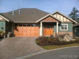 Photo 1: 2 1100 Tulip Ave in VICTORIA: SW Strawberry Vale Row/Townhouse for sale (Saanich West)  : MLS®# 505907