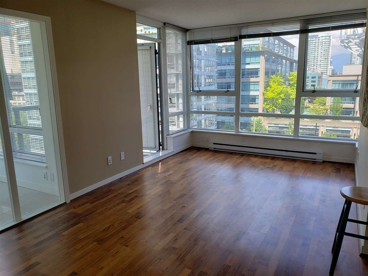 """Photo 2: Photos: 908 939 EXPO Boulevard in Vancouver: Yaletown Condo for sale in """"MAX II"""" (Vancouver West)  : MLS®# R2384214"""