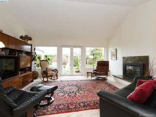 Photo 2: 4647 Lochside Dr in VICTORIA: SE Broadmead Half Duplex for sale (Saanich East)  : MLS®# 818778