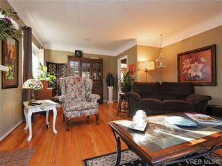 Photo 3: 1055 Nicholson St in VICTORIA: SE Lake Hill House for sale (Saanich East)  : MLS®# 721452