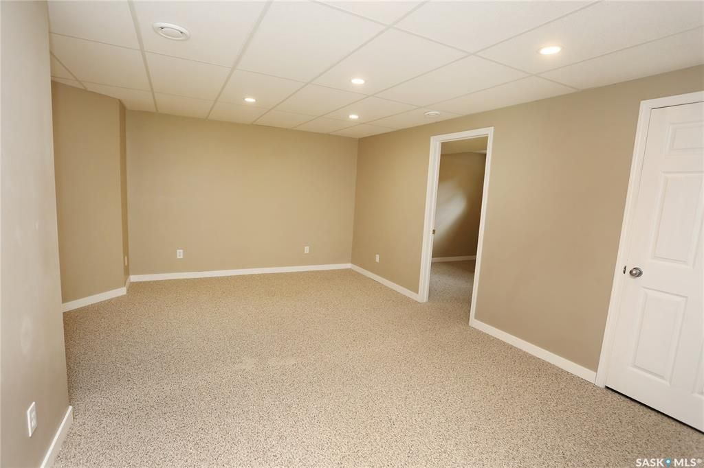 Photo 35: Photos: 131B 113th Street West in Saskatoon: Sutherland Residential for sale : MLS®# SK778904