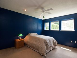 """Photo 11: 4720 RAMSAY Road in North Vancouver: Lynn Valley House for sale in """"Upper Lynn"""" : MLS®# V883000"""