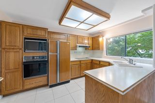 """Photo 13: 202 1250 MARTIN Street: White Rock Condo for sale in """"THE REGENCY"""" (South Surrey White Rock)  : MLS®# R2610384"""