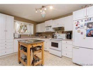 Photo 15: 2399 Selwyn Rd in VICTORIA: La Thetis Heights House for sale (Langford)  : MLS®# 634701