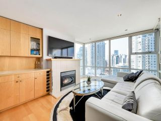 """Photo 2: 2305 1077 MARINASIDE Crescent in Vancouver: Yaletown Condo for sale in """"MARINASIDE RESORT"""" (Vancouver West)  : MLS®# R2544520"""