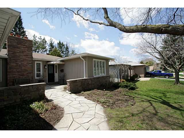 Photo 2: Photos: 5 CAMPFIRE CT in BARRIE: House for sale : MLS®# 1403506