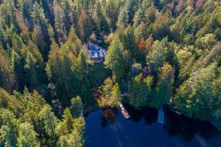 """Photo 18: 13702 CAMP BURLEY Road in Garden Bay: Pender Harbour Egmont House for sale in """"Mixal Lake"""" (Sunshine Coast)  : MLS®# R2485235"""
