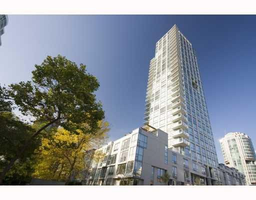 "Main Photo: 704 1455 HOWE Street in Vancouver: False Creek North Condo for sale in ""POMARIA"" (Vancouver West)  : MLS®# V685126"