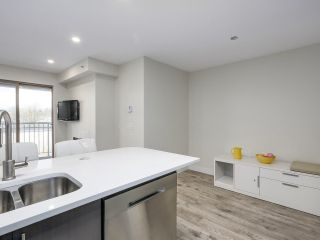 """Photo 5: 401 688 E 16TH Avenue in Vancouver: Fraser VE Condo for sale in """"VINTAGE EASTSIDE"""" (Vancouver East)  : MLS®# R2223422"""