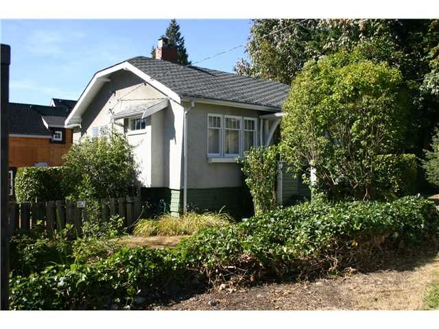 Main Photo: 733 20TH Street in West Vancouver: Ambleside House for sale : MLS®# V972083