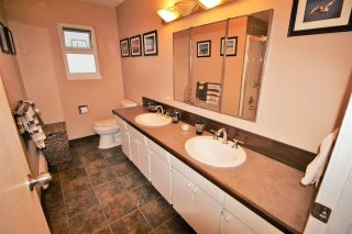 """Photo 12: 887 TWENTY FIRST Street in New Westminster: Connaught Heights House for sale in """"CONNAUGHT HEIGHTS"""" : MLS®# R2112493"""